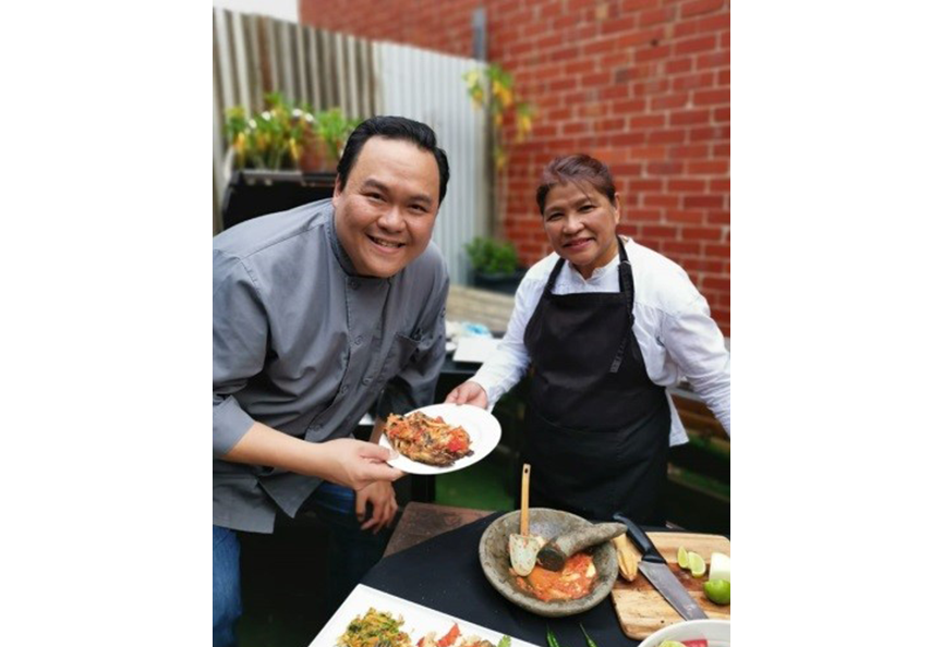 JJDM • FATIMAH MD ARUF - KAYA CATERING If you are looking for food that warms your heart and tingles your taste buds with an explosion of flavour, look no further. Tune in to watch her creating the culinary wonder of her Special Ikan bakar recipe. On photo: Uncle Buffalo with Fatimah Md Aruf
